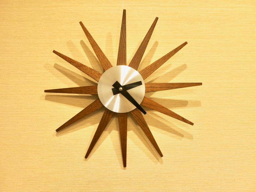 エステート楠 リビングの時計