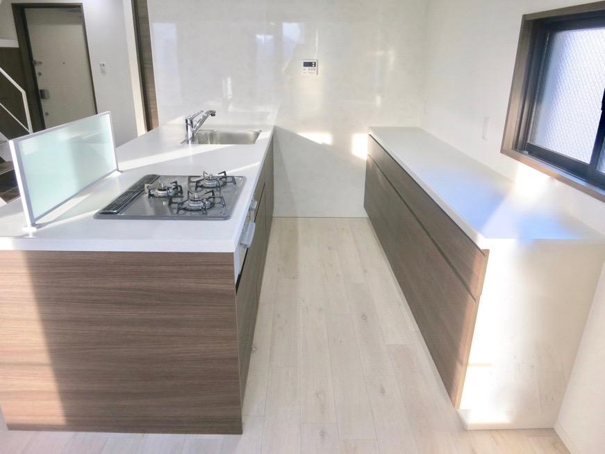 RINASCERE 902号室  とってもワイドでスタイリッシュなキッチン1