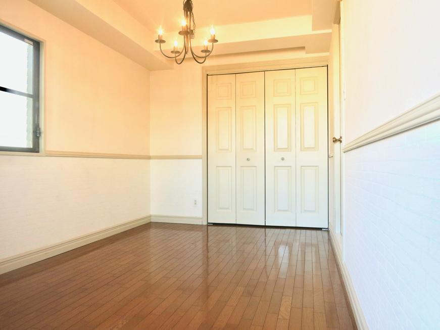 ホワイトの腰壁が素敵なお部屋。MA MAISON 弐番館5