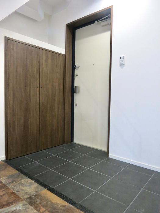 RINASCERE 902号室 土間風玄関がスタイリッシュです。 1