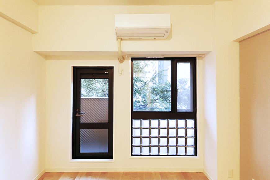 【TOMOS丸の内】窓の向こうには小さめのベランダ_MG_7924