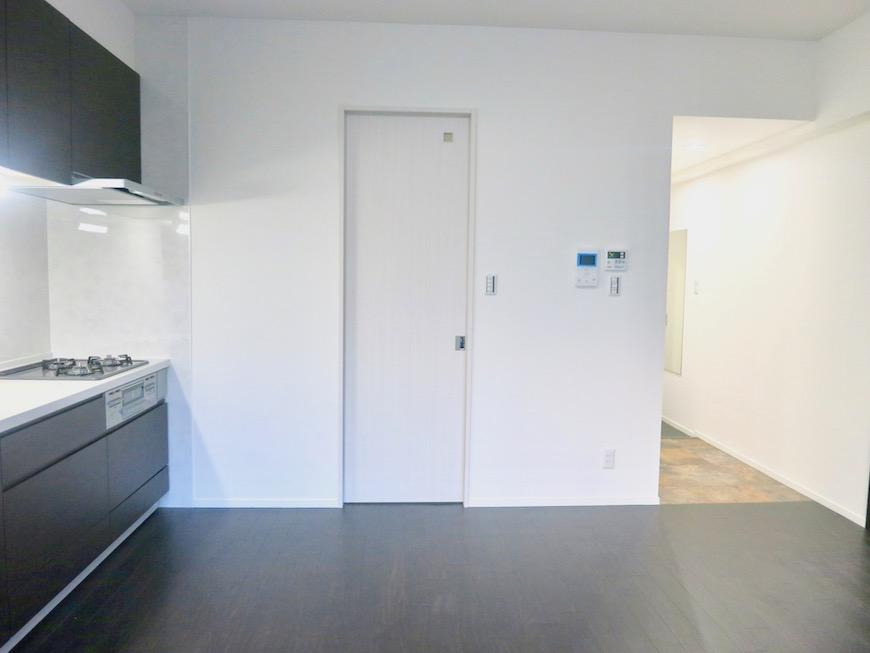RINASCERE 801号室 ダークブランの床が洋館のようです。IMG_2404