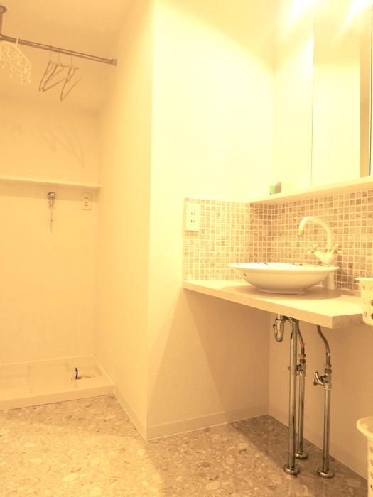 エステート楠 陶器の洗面台とタイルの可愛い水周り サニタリールーム1