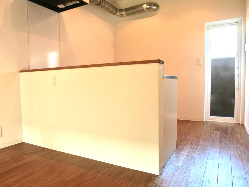 グランスイート黒川テラス 103号室  ホワイトでスッキリしたキッチン台1