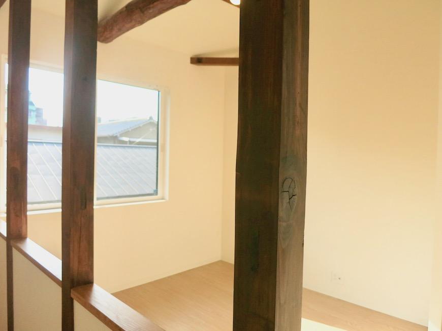 グランスイート黒川テラス101号室 「和」の梁と柱がかっこいいです。2階。
