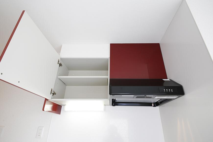 【ZUISEI BLD】キッチン_頭上の収納とレンジフード_MG_2717
