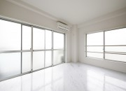 【ZUISEI BLD】リビング_大きな窓で明るい室内!_MG_2800