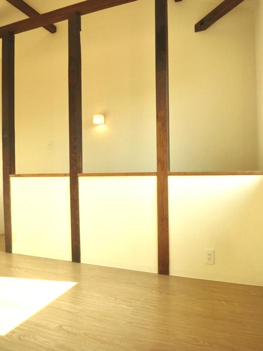 グランスイート黒川テラス 101号室   梁と柱がいい味出してます。6帖の洋室3