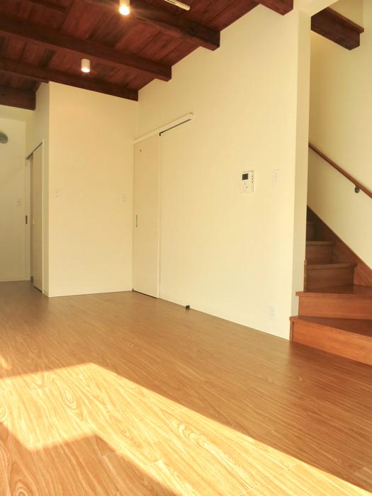 グランスイート黒川テラス 101号室  天井の雰囲気がたまらなくいい9.3帖のLDK5