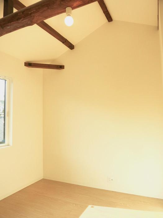 グランスイート黒川テラス101号室 「和」の梁と柱がかっこいいです。2階。IMG_2790