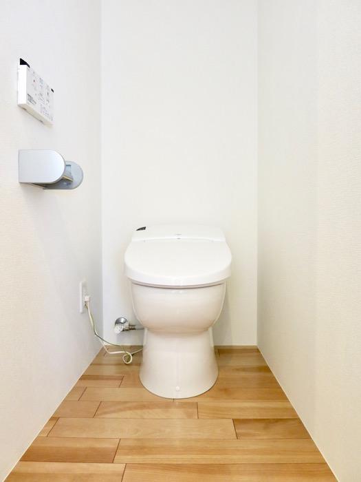 AZUR JOSAI 5B トイレ。4