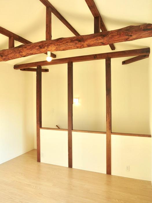 グランスイート黒川テラス 103号室  梁と柱がかっこよすぎる8.1帖の洋室6