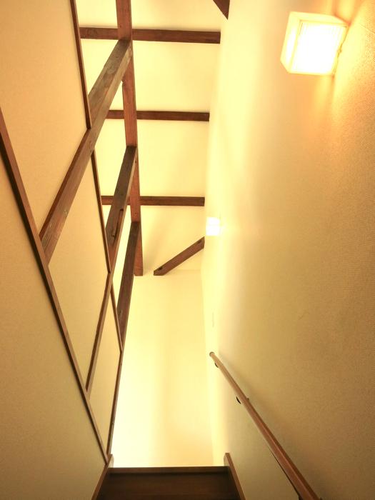 グランスイート黒川テラス 103号室  階段。味のある階段の風景。3