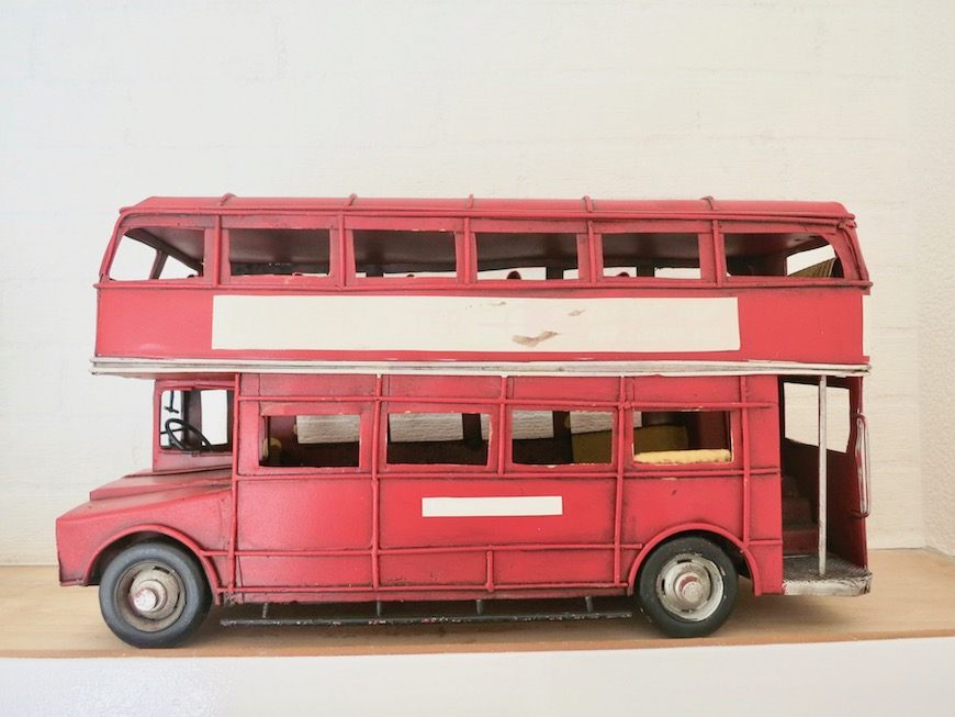 MA MAISON 参番館 ロンドンバスのお洒落な小物。1