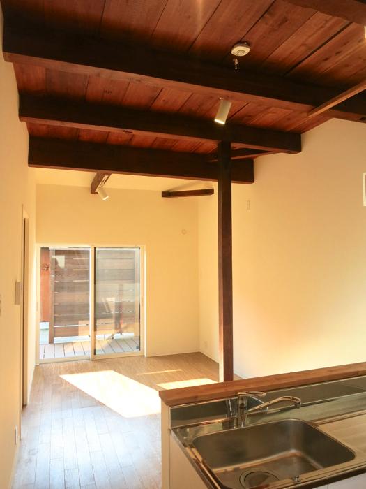 グランスイート黒川テラス 103号室  こげ茶天井がたまりません。13.7帖のLDK6