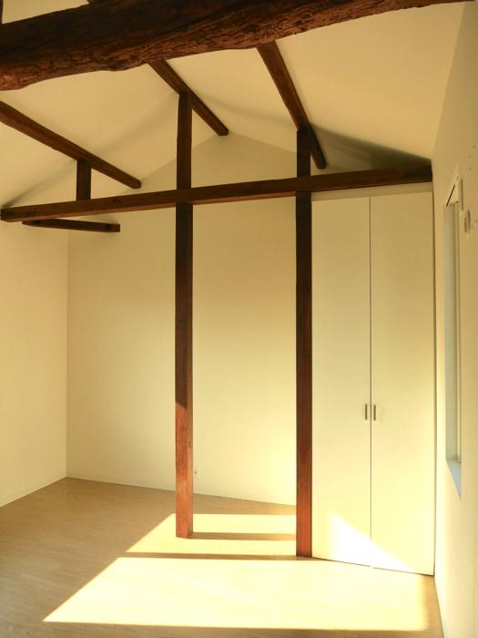 グランスイート黒川テラス 103号室  梁と柱がかっこよすぎる8.1帖の洋室2