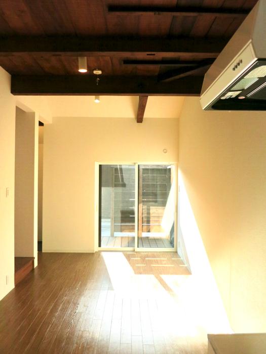 グランスイート黒川テラス 101号室  天井の雰囲気がたまらなくいい9.3帖のLDK1