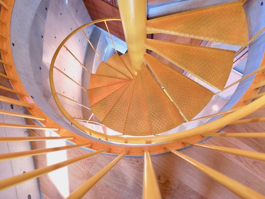 ARK HOUSE SOUTH 6A 美しい螺旋階段。IMG_2861