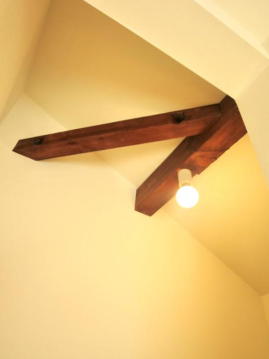 グランスイート黒川テラス 101号室   梁と柱がいい味出してます。6帖の洋室5