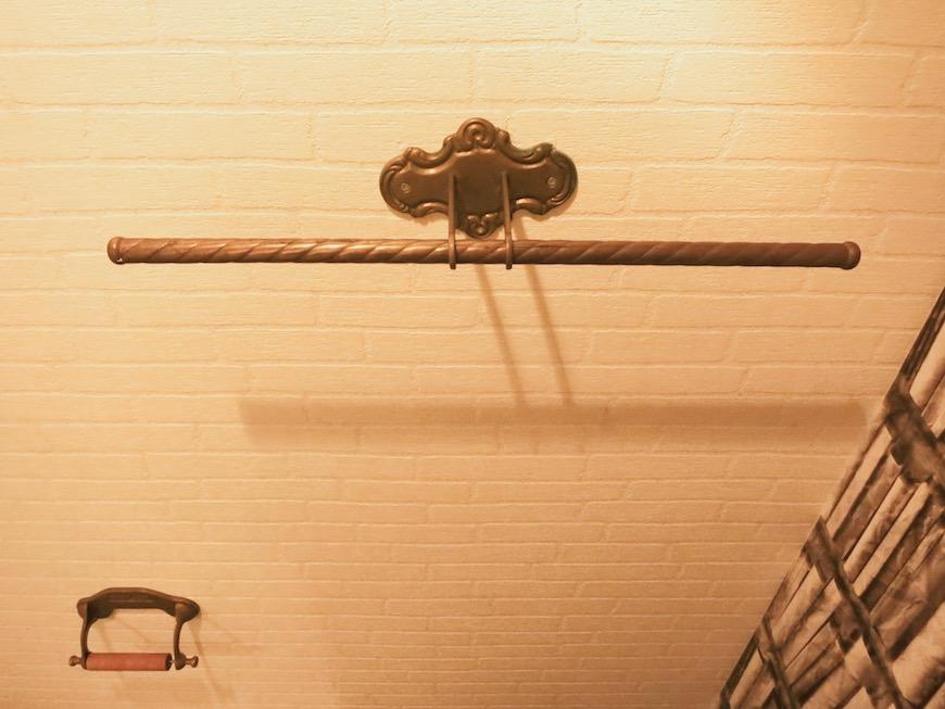 MA MAISON 参番館 本棚の壁紙のあるトイレ5