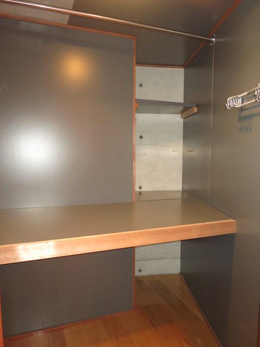 ARK HOUSE SOUTH 6A  2F  収納&洗濯機置場 5.4帖1