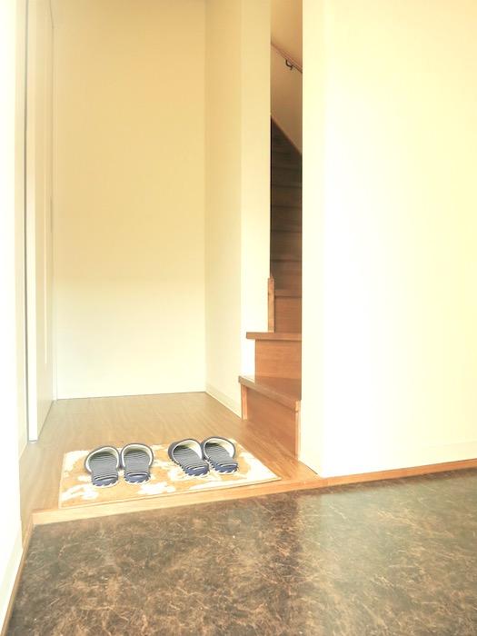 グランスイート黒川でラス103号室。玄関先。IMG_2676