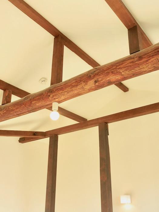 グランスイート黒川テラス101号室 「和」の梁と柱がかっこいいです。2階。IMG_2799