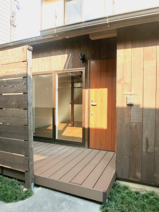 グランスイート黒川 三軒長屋でのんびり暮らす。103号室。入り口。IMG_2673