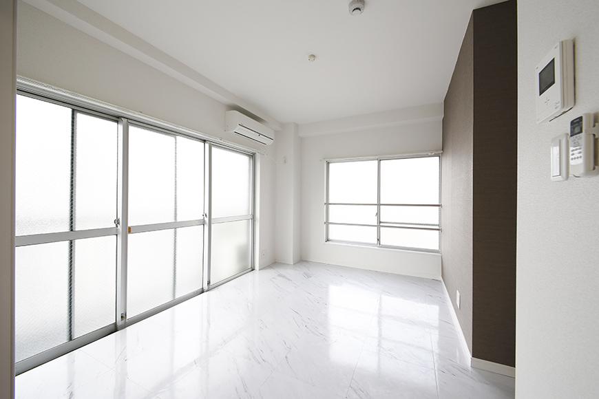 【ZUISEI BLD】リビング_窓からの光あふれるクールなお部屋_MG_2740