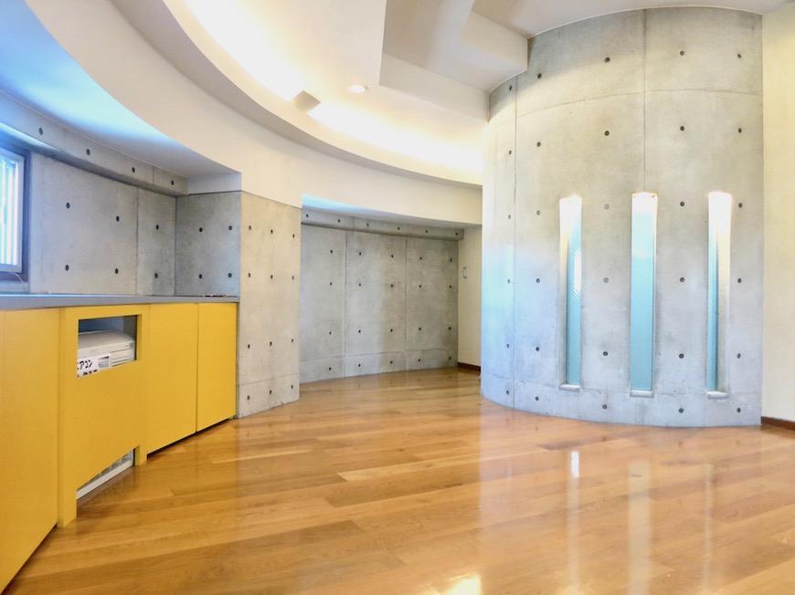 ARK HOUSE SOUTH 6A 8勝(お部屋の3階部分)ミュージアムのようなお部屋。IMG_2856
