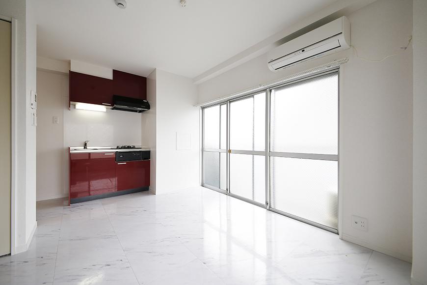 【ZUISEI BLD】リビング_赤いキッチンがアクセント!MG_2748