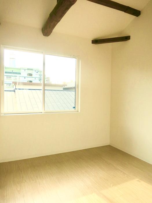 グランスイート黒川テラス101号室 「和」の梁と柱がかっこいいです。2階。IMG_2793