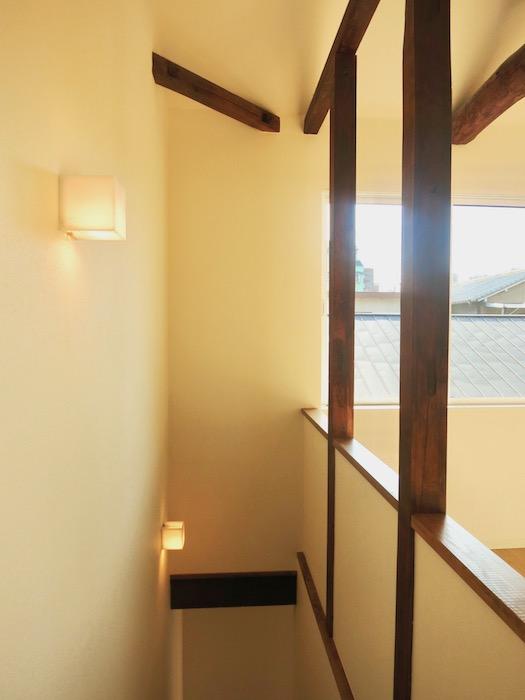 グランスイート黒川テラス101号室 「和」の梁と柱がかっこいいです。2階。IMG_2809