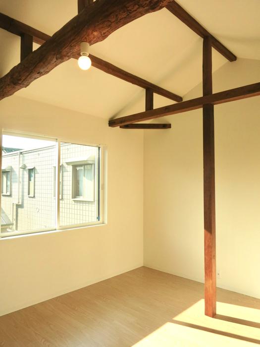 グランスイート黒川テラス 103号室  梁と柱がかっこよすぎる8.1帖の洋室4