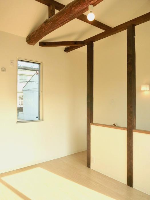 グランスイート黒川テラス101号室 「和」の梁と柱がかっこいいです。2階。IMG_2796