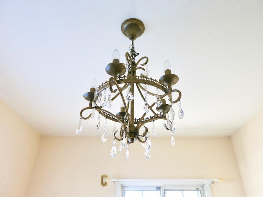 MA MAISON 参番館 エレガントな洋室にはクラシカルな照明を。2
