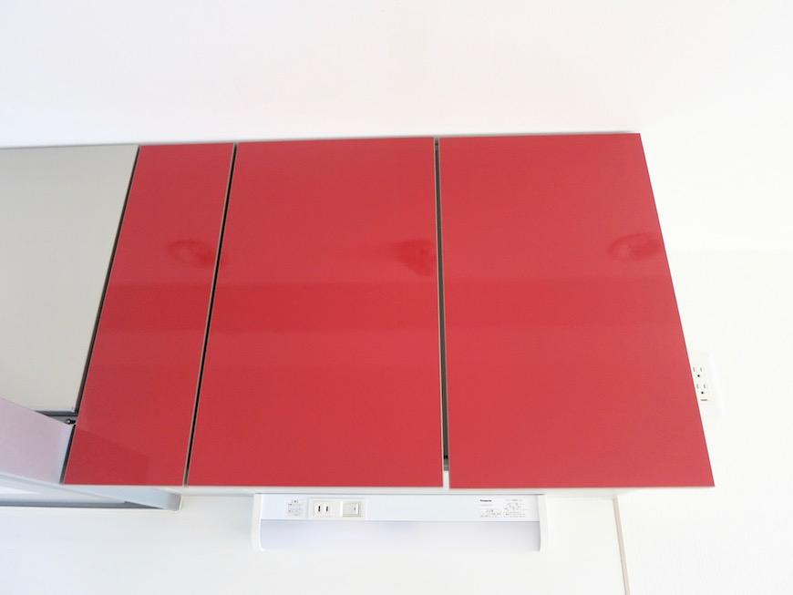 AZUR JOSAI 5B 赤いキッチン台がお部屋のアクセント。1