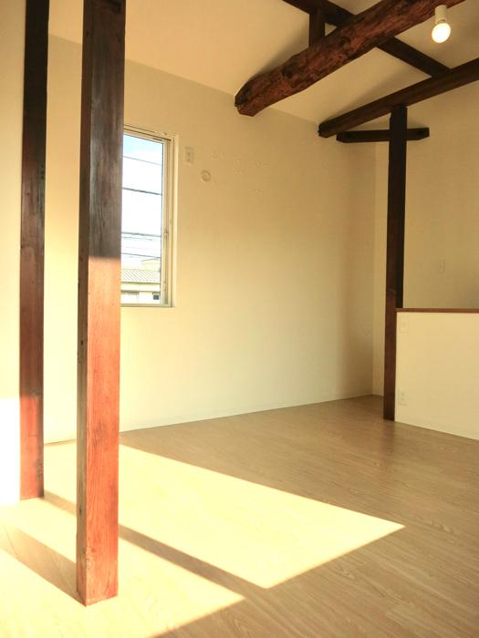 グランスイート黒川テラス 103号室  梁と柱がかっこよすぎる8.1帖の洋室5