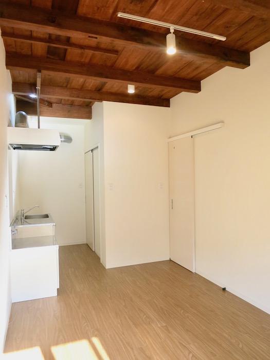 グランスイート黒川テラス101号室。風情ある天井がかっこいです。IMG_2811