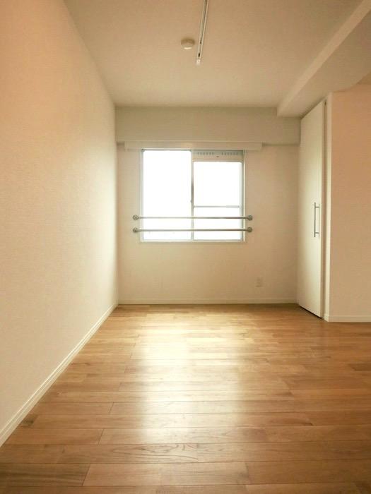TOMOS Imaike (ナゴヤマンション今池)7B 無垢の床が広がるTOMOSのお部屋。2