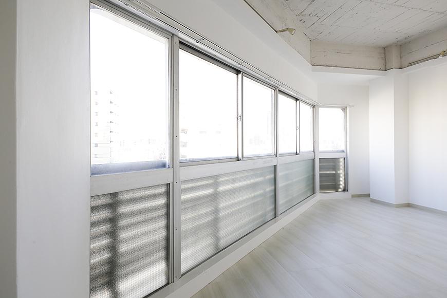 【MIYAKODORI bldg】LDK_ワイドな窓はインパクト大MG_3802