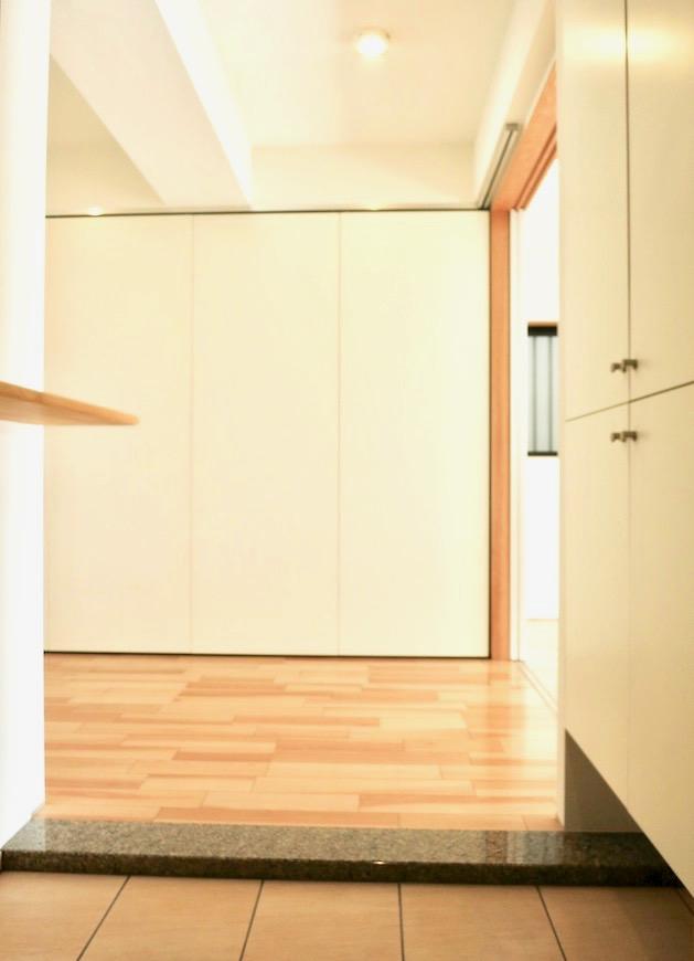 AJUR JOSAI 4A 玄関から。キッチンスペース前に吊り扉を閉めた状態です。2 2