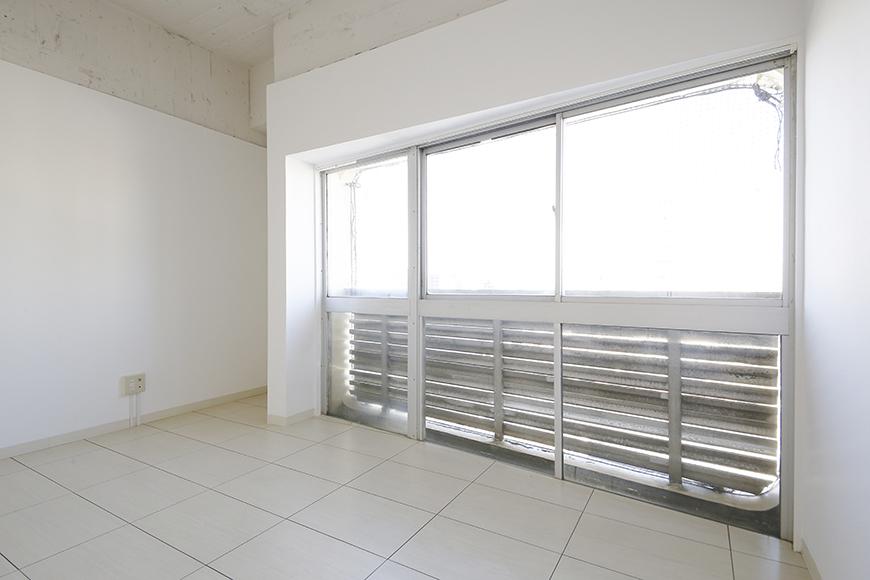 【MIYAKODORI bldg】洋室_こちらの窓もとっても大きいです!_MG_3483