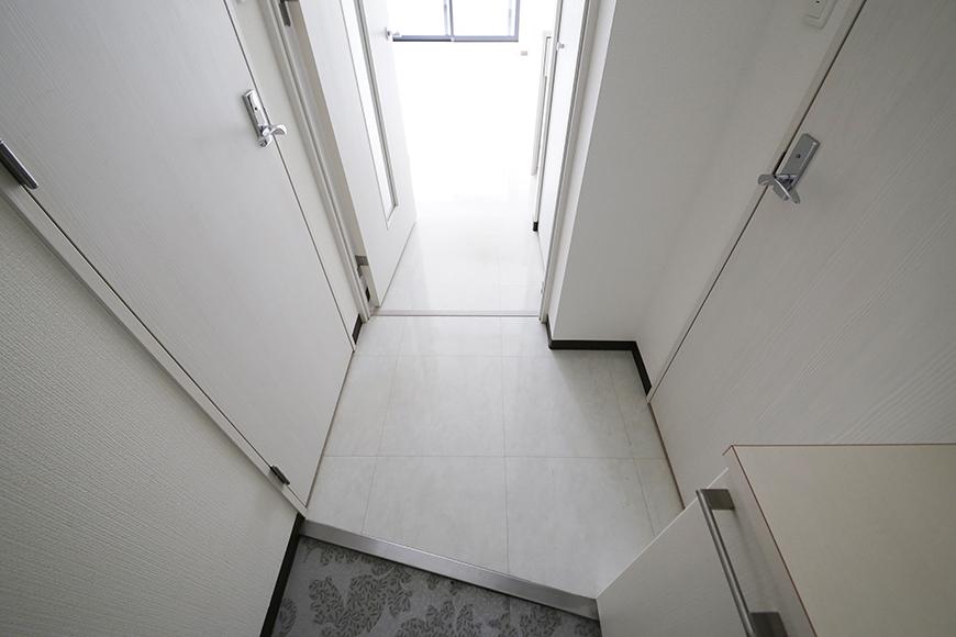 【スクエア・アパートメント】907号室_玄関内_MG_3032