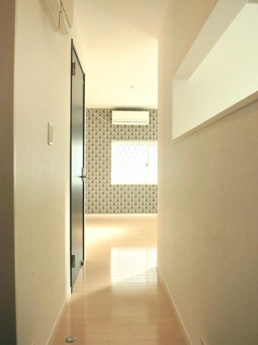 White Hills West 101号室 玄関&廊下。1
