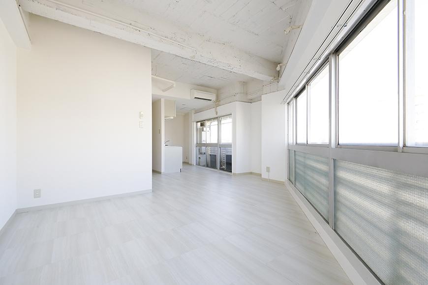 【MIYAKODORI bldg】LDK_明るいリビングからキッチンへの眺め?MG_3624