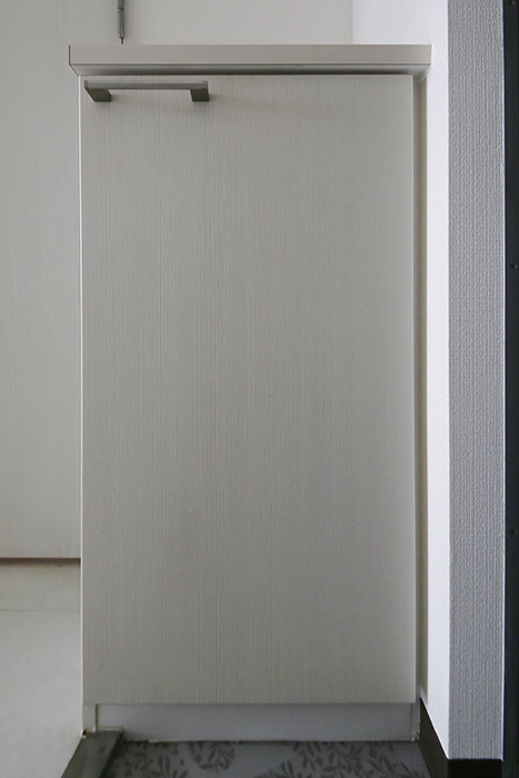 【スクエア・アパートメント】907号室_玄関内_シューズボックス_MG_3018