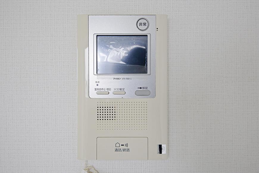 【スクエア・アパートメント】洋室_TVモニタ付インターフォン完備_MG_3129