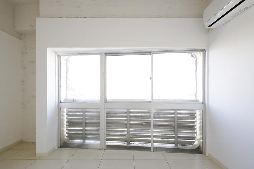 【MIYAKODORI bldg】洋室_こちらの窓もとっても大きいです!_MG_3490