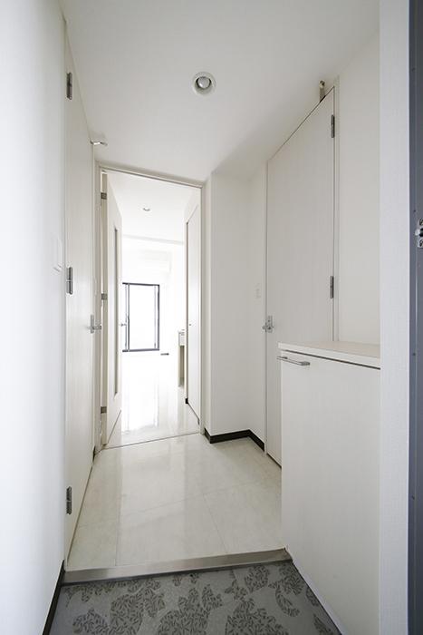 【スクエア・アパートメント】907号室_玄関内_MG_3012